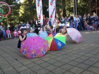 """""""Танец с зонтиками"""" выступление на День Красной Поляны"""