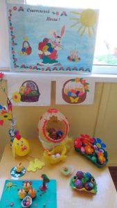 Выставка работ, изготовленных детьми и родителями ясельной группы (воспитатель Власова М.А.)